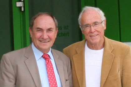 Otto Förtsch, Managing Director atf Baustoff Union (left) and Siegfried M. Hartmann, Managing Director S.M. Hartmann GmbH, in front of the Baustoff Union headquarters in Nürnberg-Hafen.