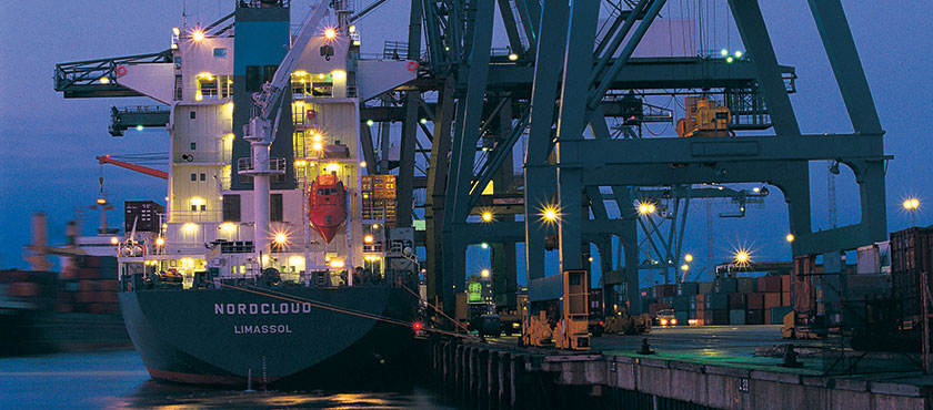 Nearly 7,000 Canadian exporters and their global customers use EDC's services each year.