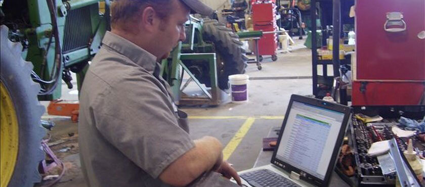 IntelliDealer's Product Support application offers extensive facilities for resource planning and up-to-the-minute monitoring of labor and service-bay utilization